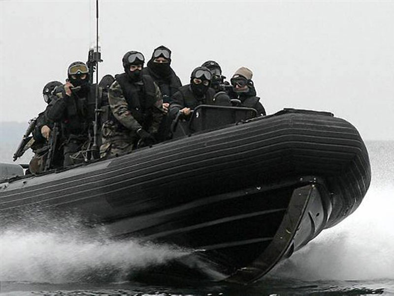 swat-boat-pan-tilt-pole-camera